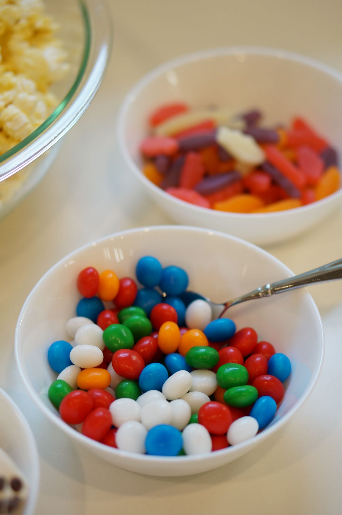 Popcorn bar ideas for family movie night