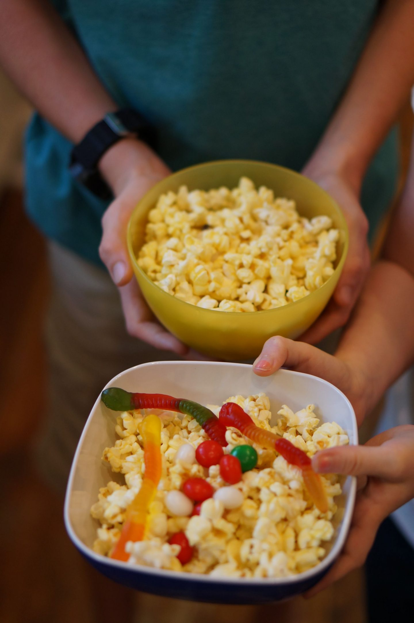 Popcorn bar ideas for family movie night