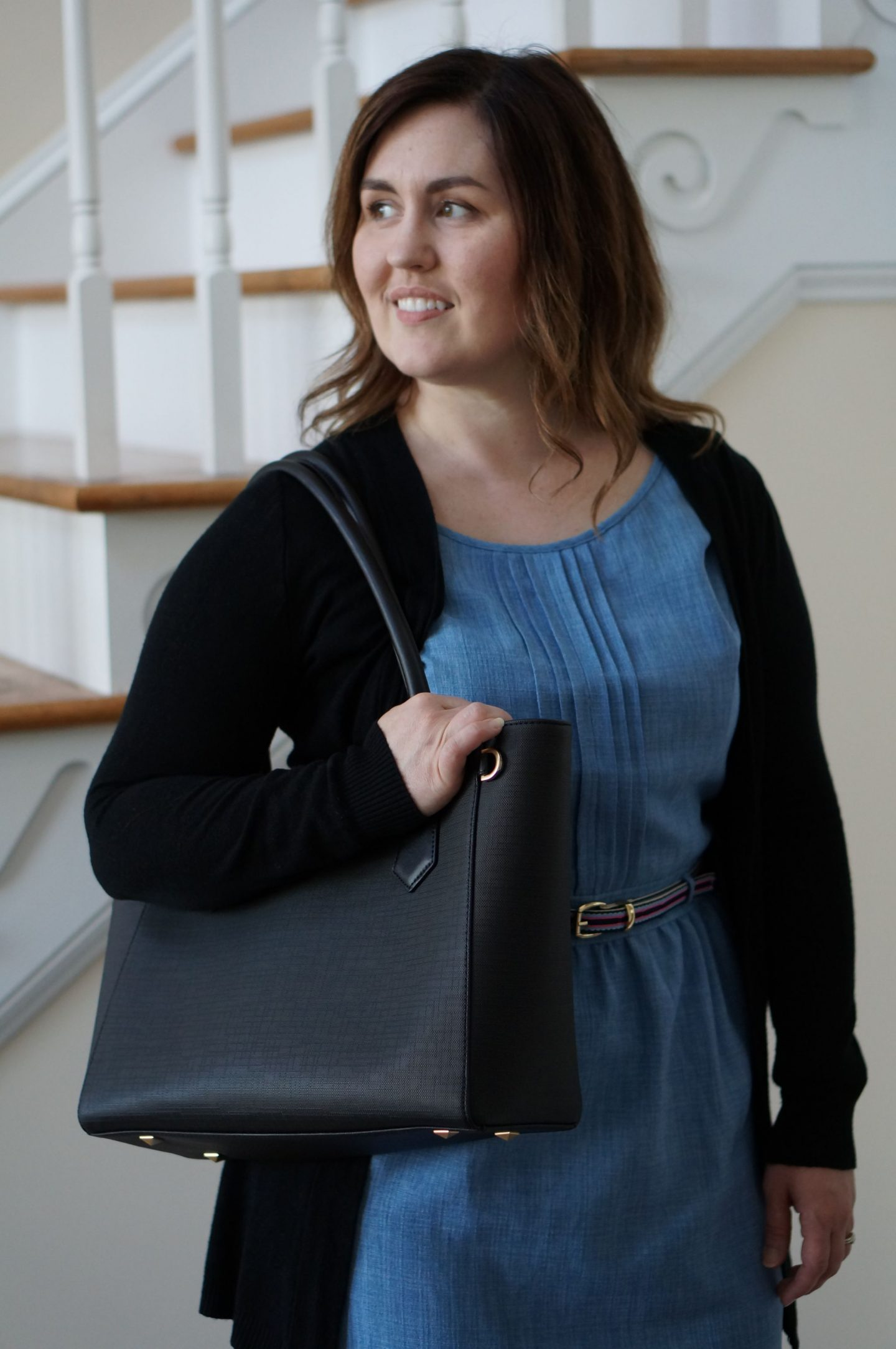 Popular North Carolina style blogger Rebecca Lately shares her new work tote from Dagne Dover. Click here to read about the Dagne Dover Classic Tote!