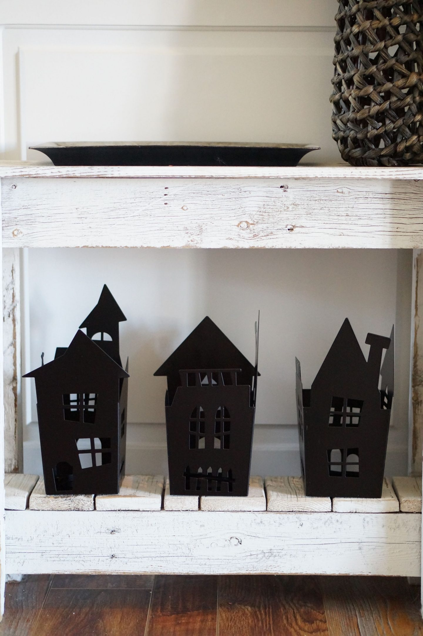 If you're looking for simple and affordable Halloween decor, check this out. Popular NC blogger Rebecca Lately shares her simple Halloween decor!