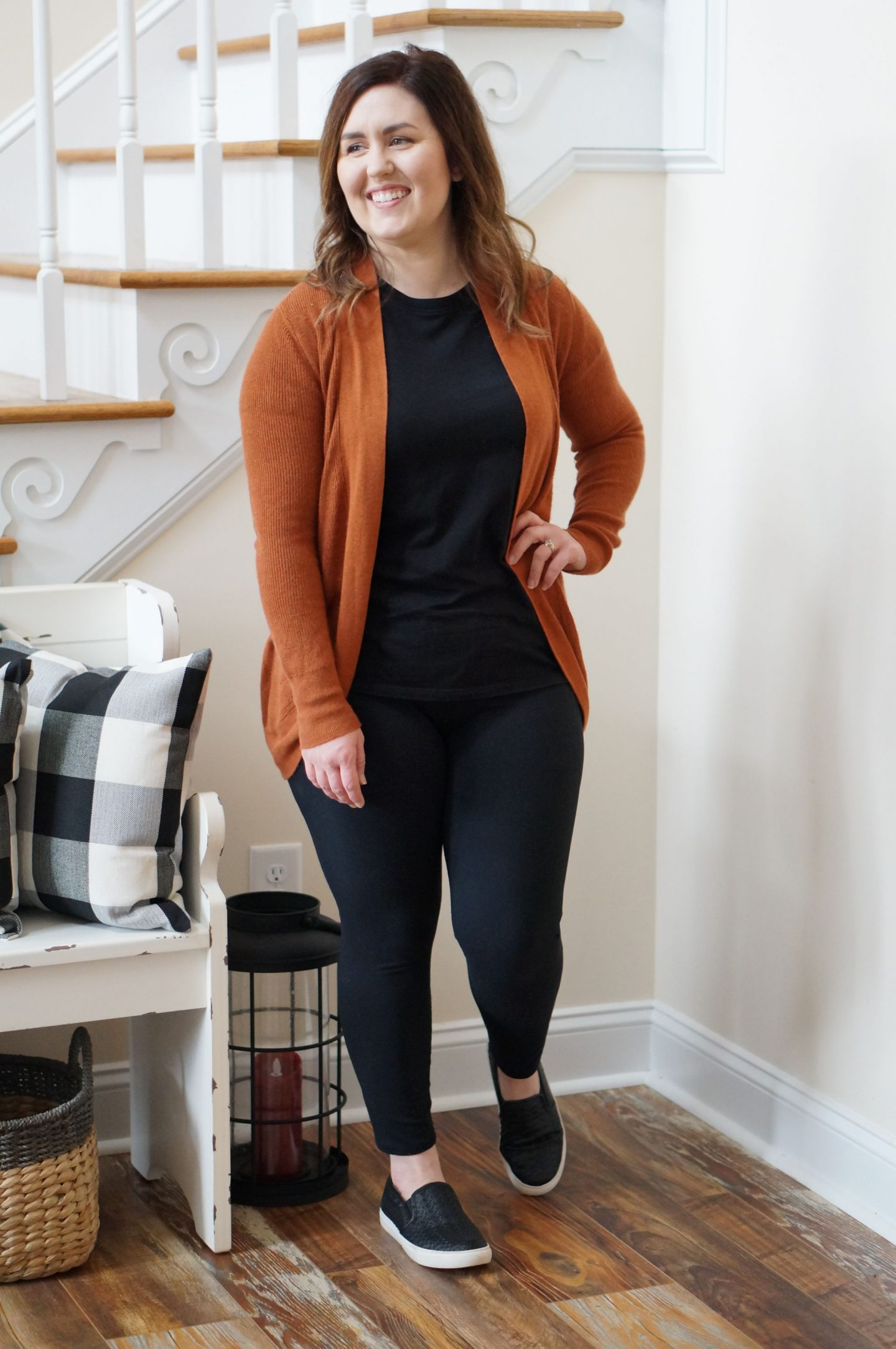 North Carolina blogger Rebecca Lately shares her favorite Fabletics leggings with a super simple weekend outfit.  Check it out here!