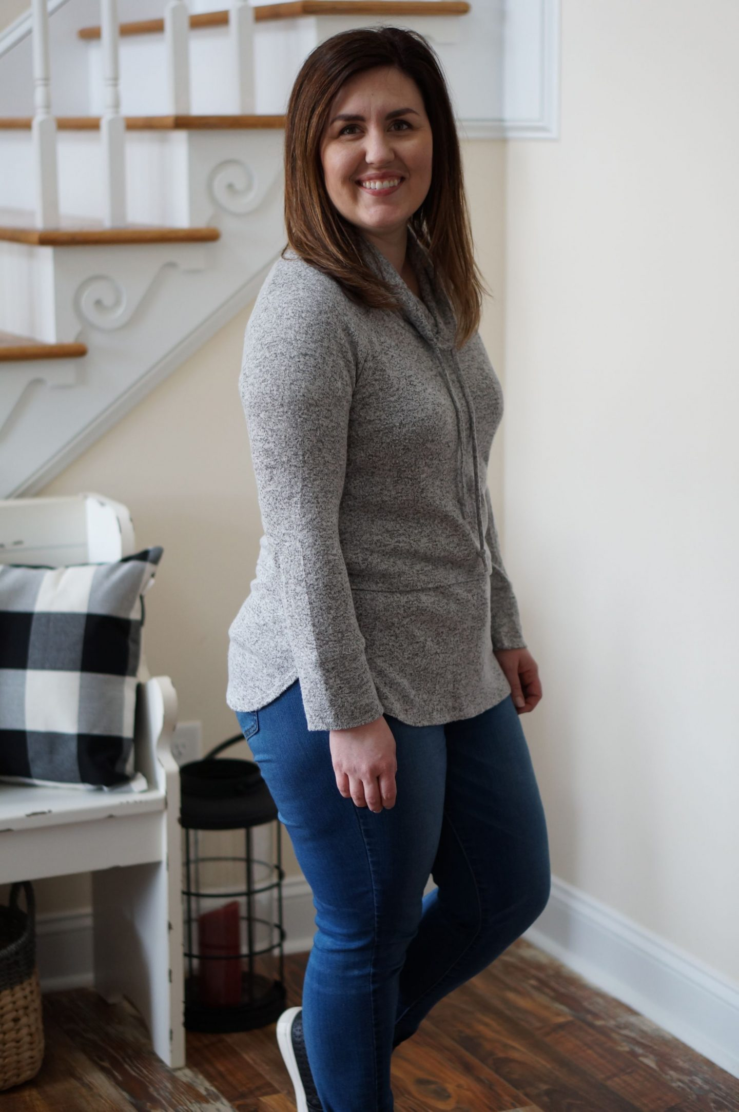 North Carolina style blogger Rebecca Lately shares her weekend mom uniform.  She loves affordable pieces from Stitch Fix & thredUP!
