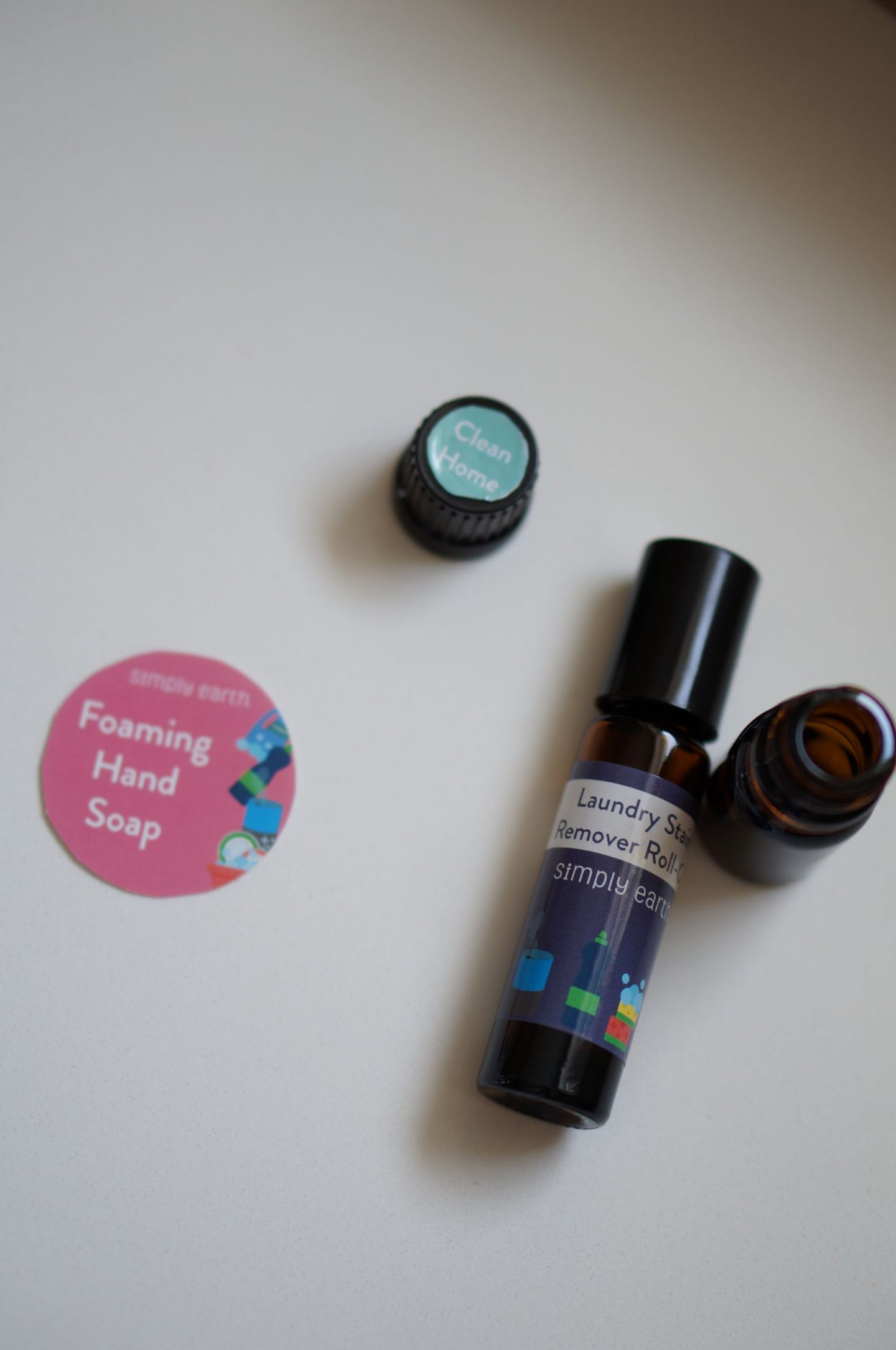 North Carolina blogger Rebecca Lately shares her Simply Earth April 2019 essential oil box. Check out how she made her own foaming hand soap!
