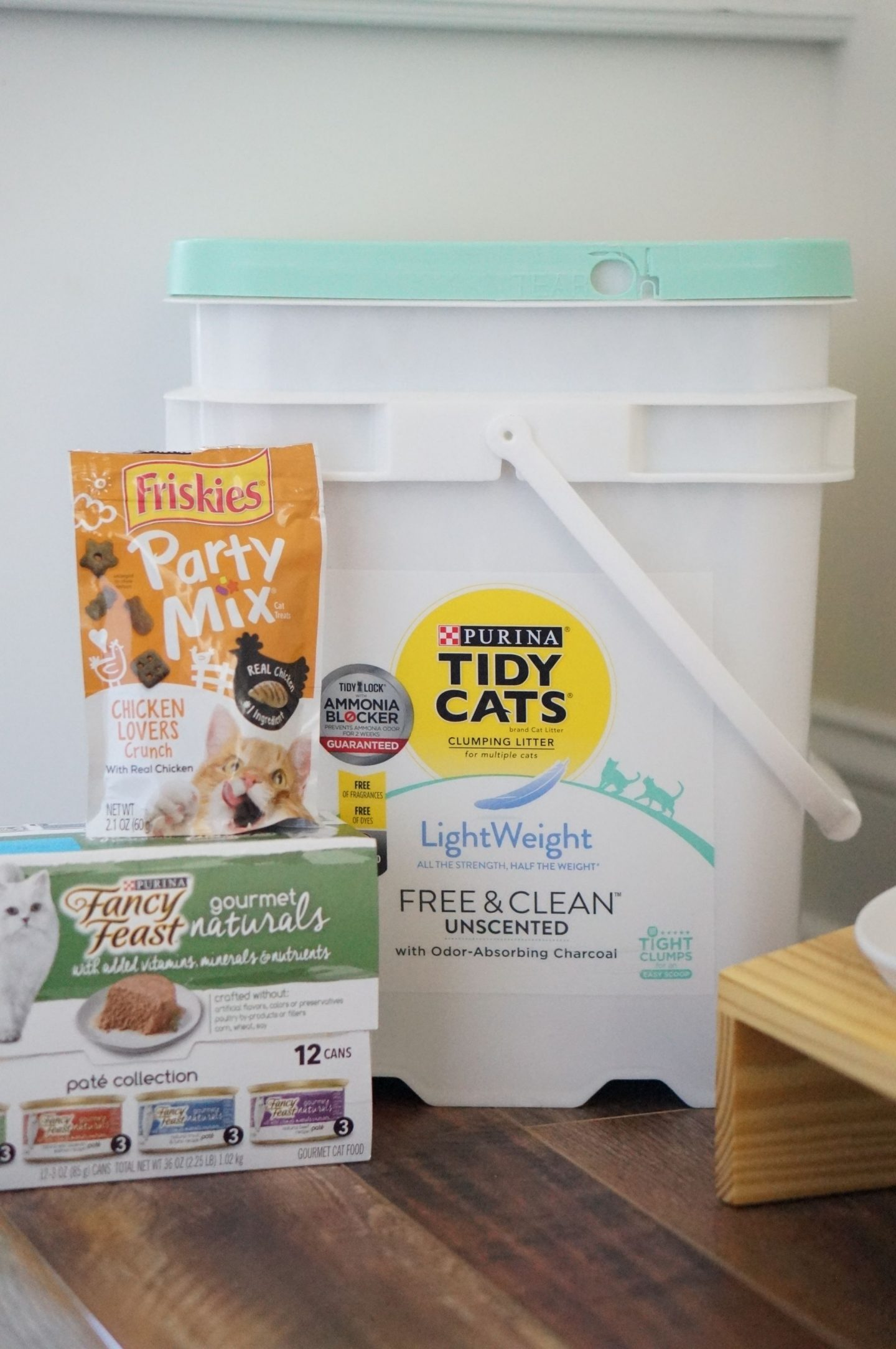 North Carolina blogger Rebecca Lately shares the Purina® Friskies® treats that her kitty Zoe loves. Find out how you can also treat your cats!