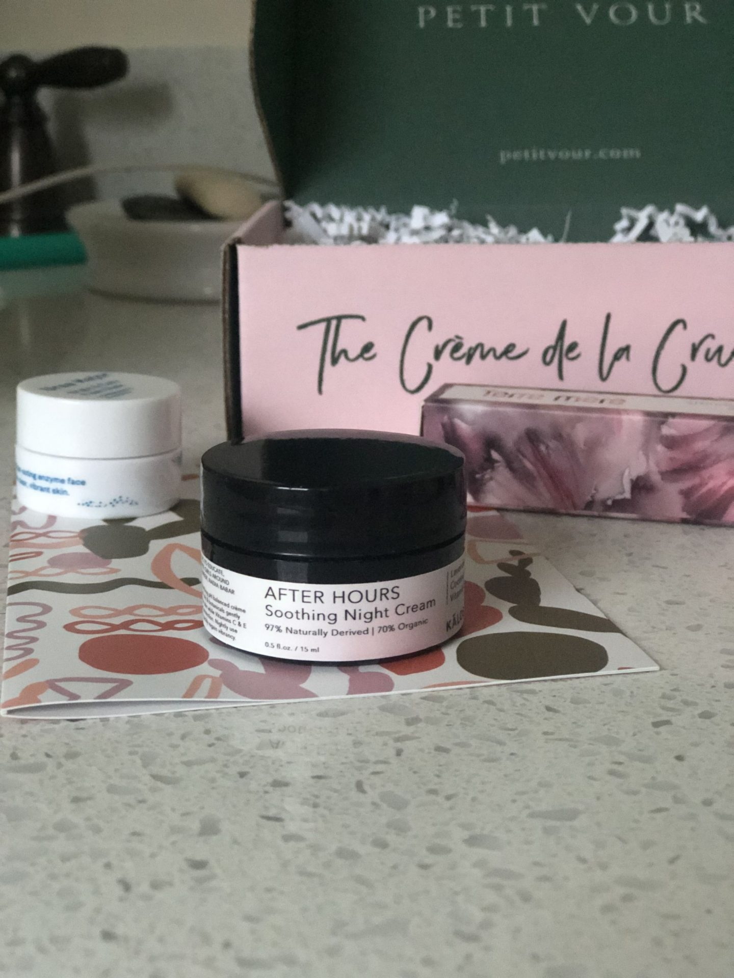 NC blogger Rebecca Lately shares her Petit Vour July 2019 box. This is a natural, organic, and cruelty free beauty box that helps you discover new brands!