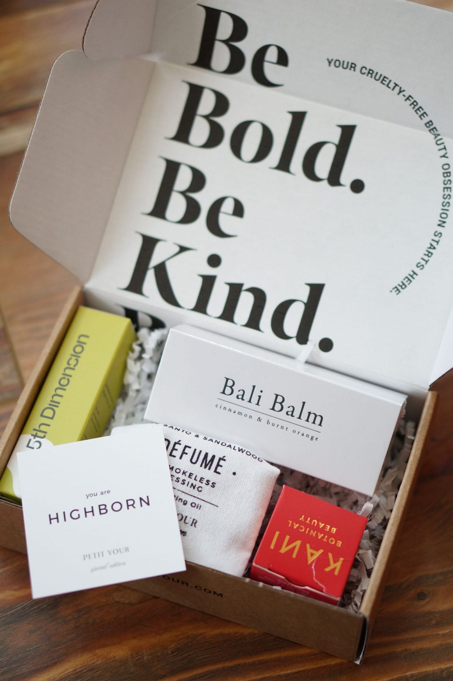 NC blogger Rebecca Lately shares her Petit Vour December 2019 box. Check it out for a box chock full of skincare benefits and cruelty free beauty