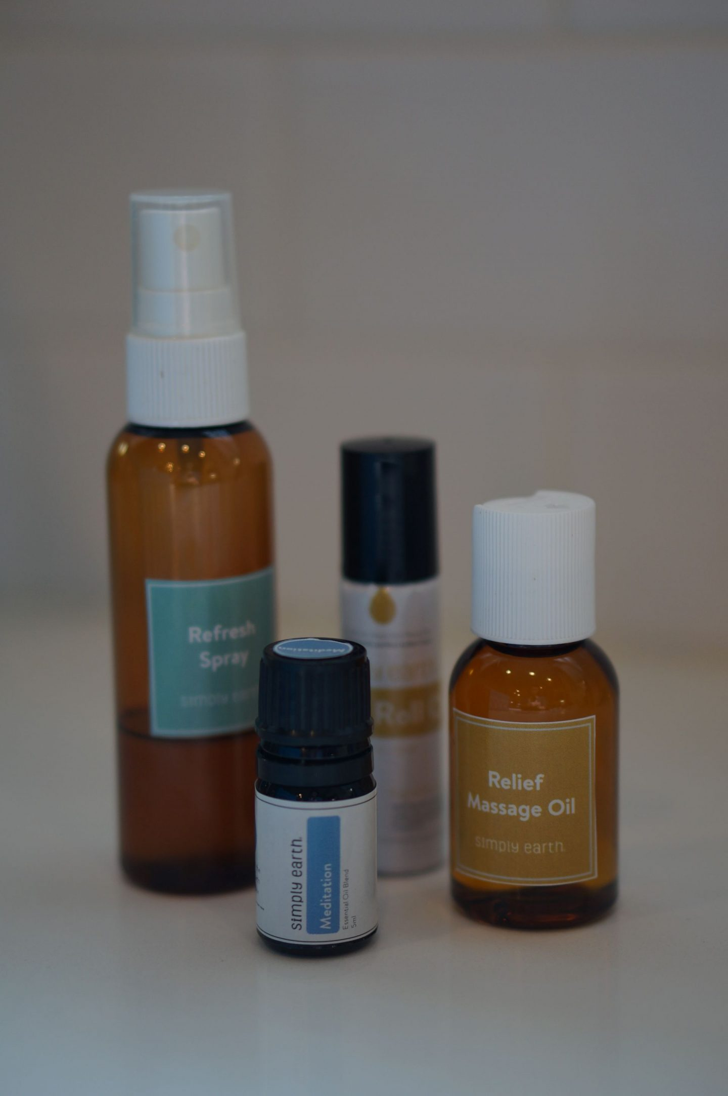 NC blogger Rebecca Lately is sharing her Simply Earth January 2020 box. If you are looking for a way to further your essential oil journey, this is it!