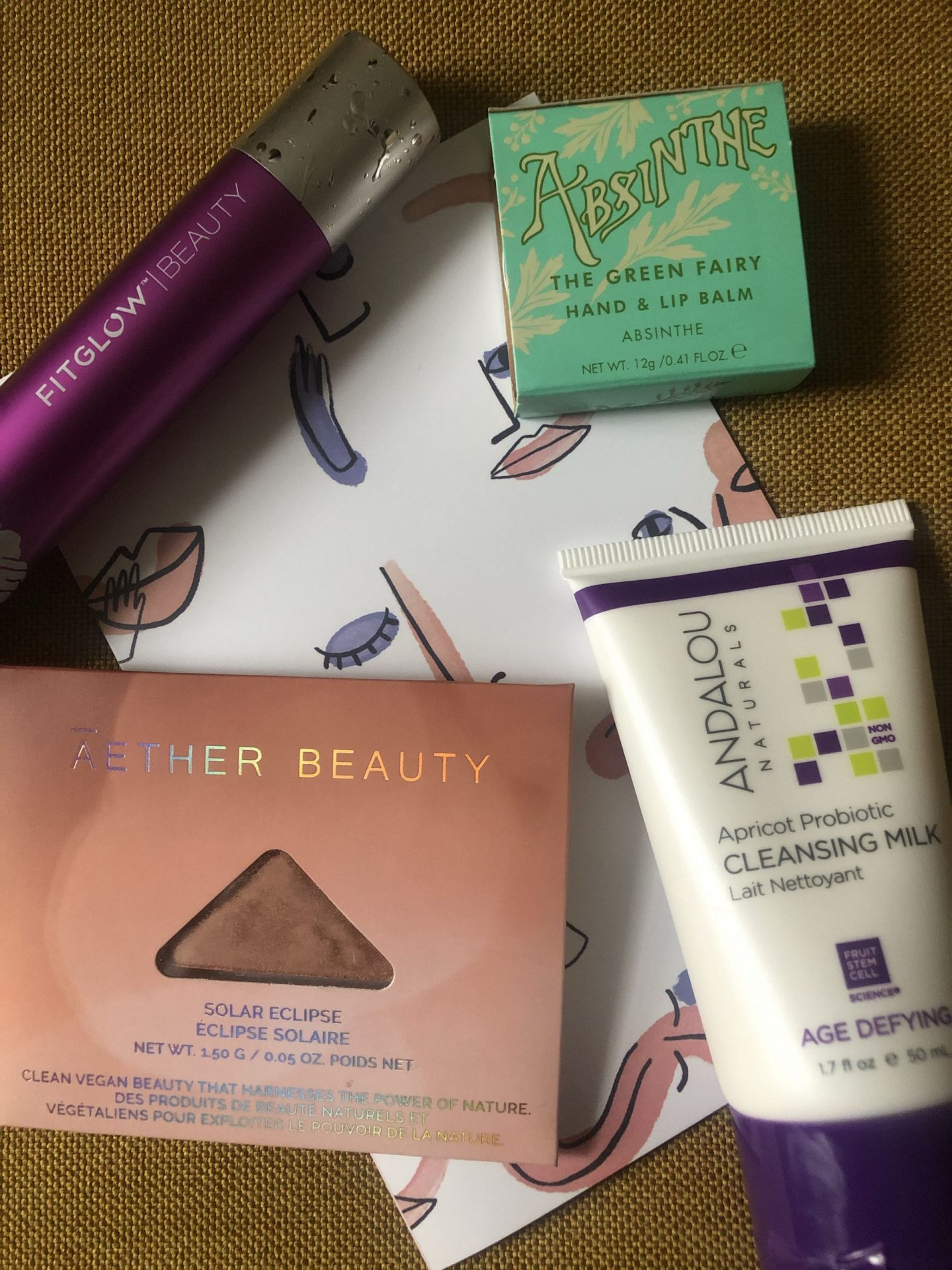 NC blogger Rebecca Lately shares her Petit Vour January 2020 box. Check out this month's full size products, which are mascara and hand balm!