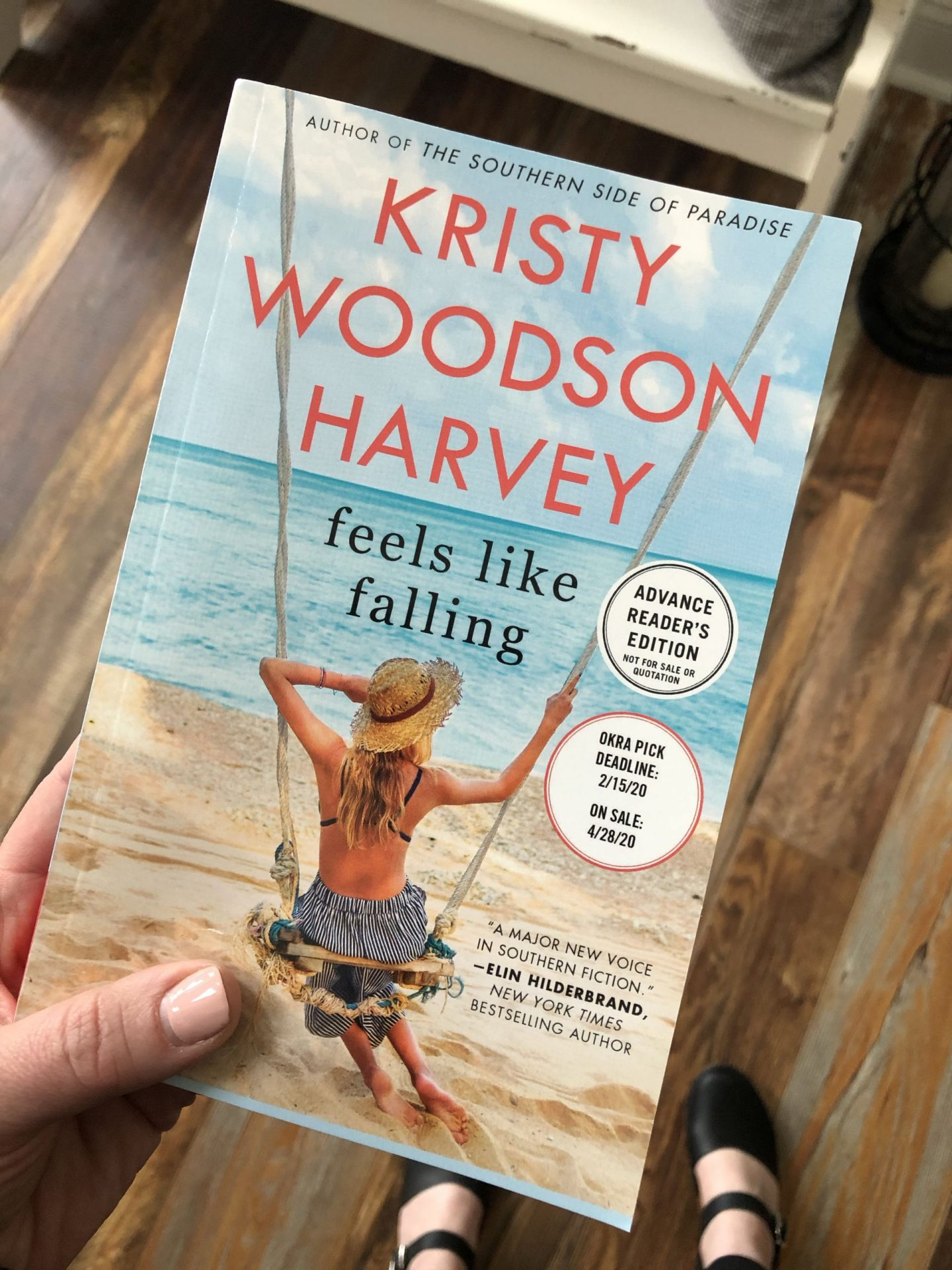 NC blogger Rebecca Lately shares the books that she's currently reading. If you love time management or easy beach reads, come check it out!