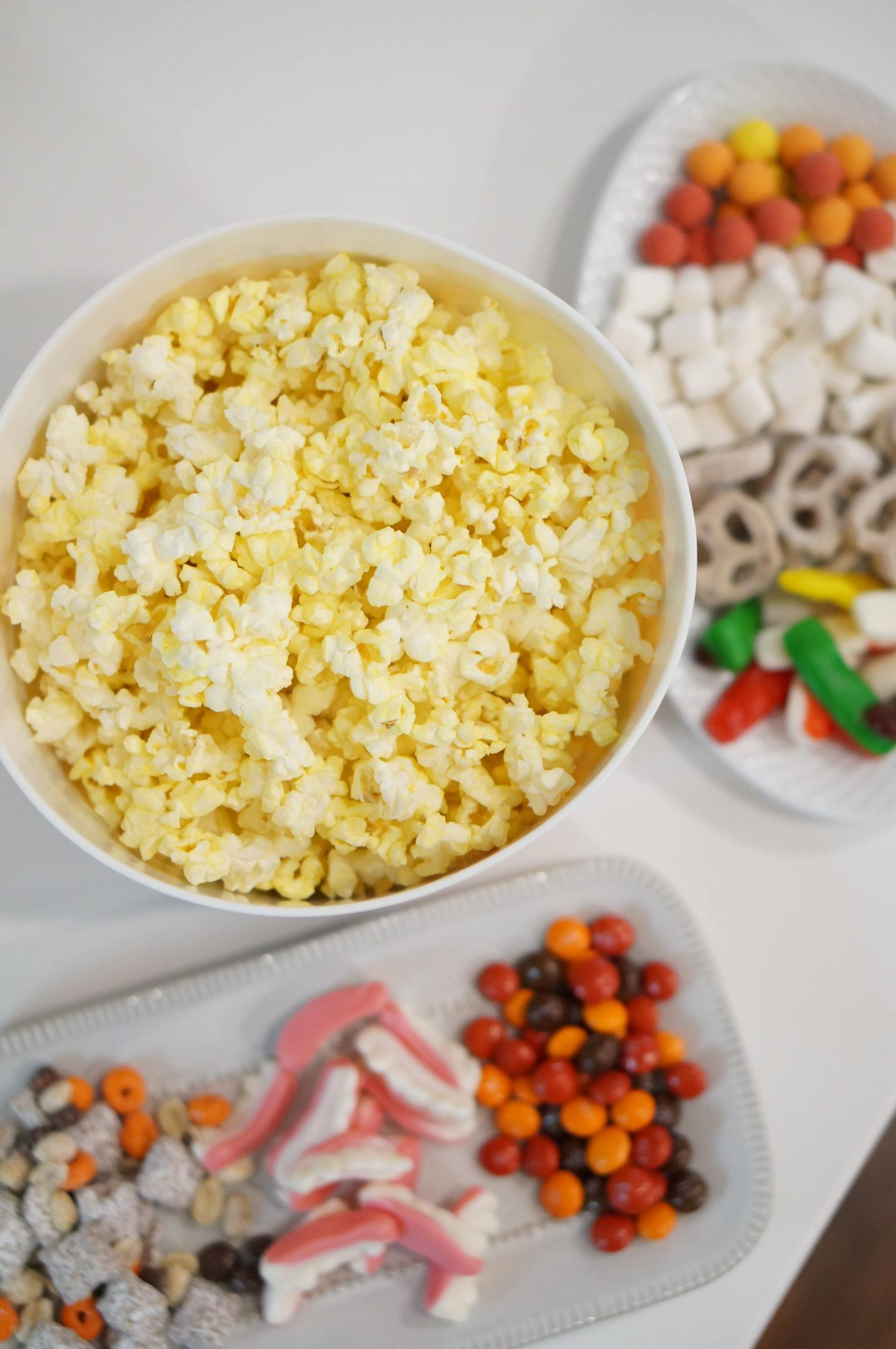 NC blogger Rebecca Lately is sharing her family's Halloween popcorn bar.  This makes family movie night a little more fun!