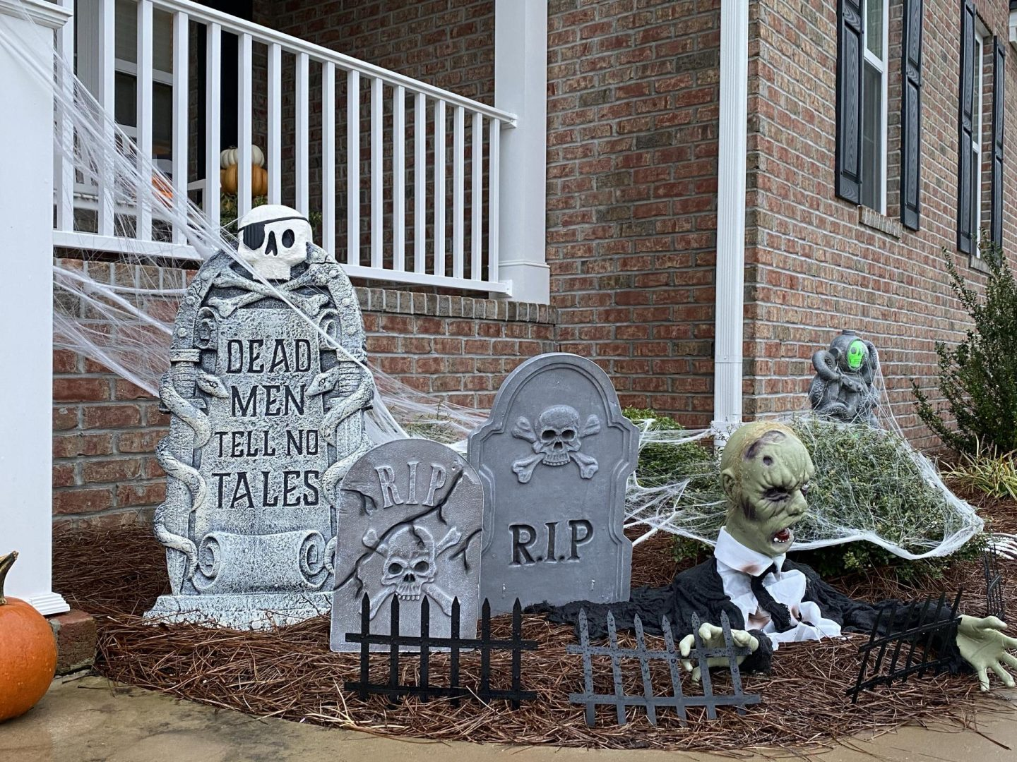 NC blogger Rebecca Lately is sharing her Halloween front porch. Find affordable and easy Halloween decor inspiration here!