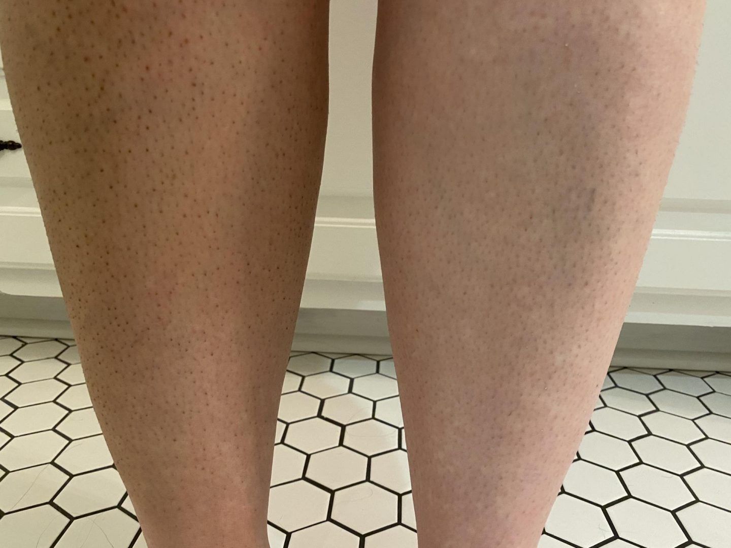 NC blogger Rebecca Lately is sharing her Australian Glow Tan review for the dark mousse and tan mit. This is so easy to use!