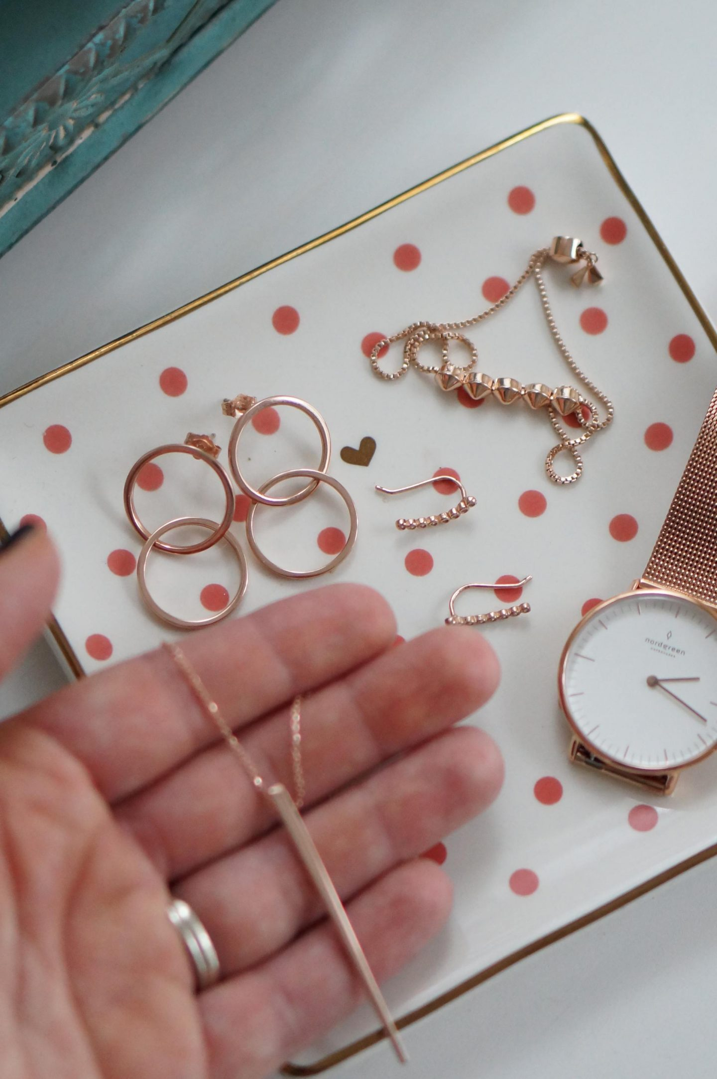 NC blogger Rebecca Lately is sharing her simply holiday jewelry for this year. These pieces will elevate any comfy, casual outfit!