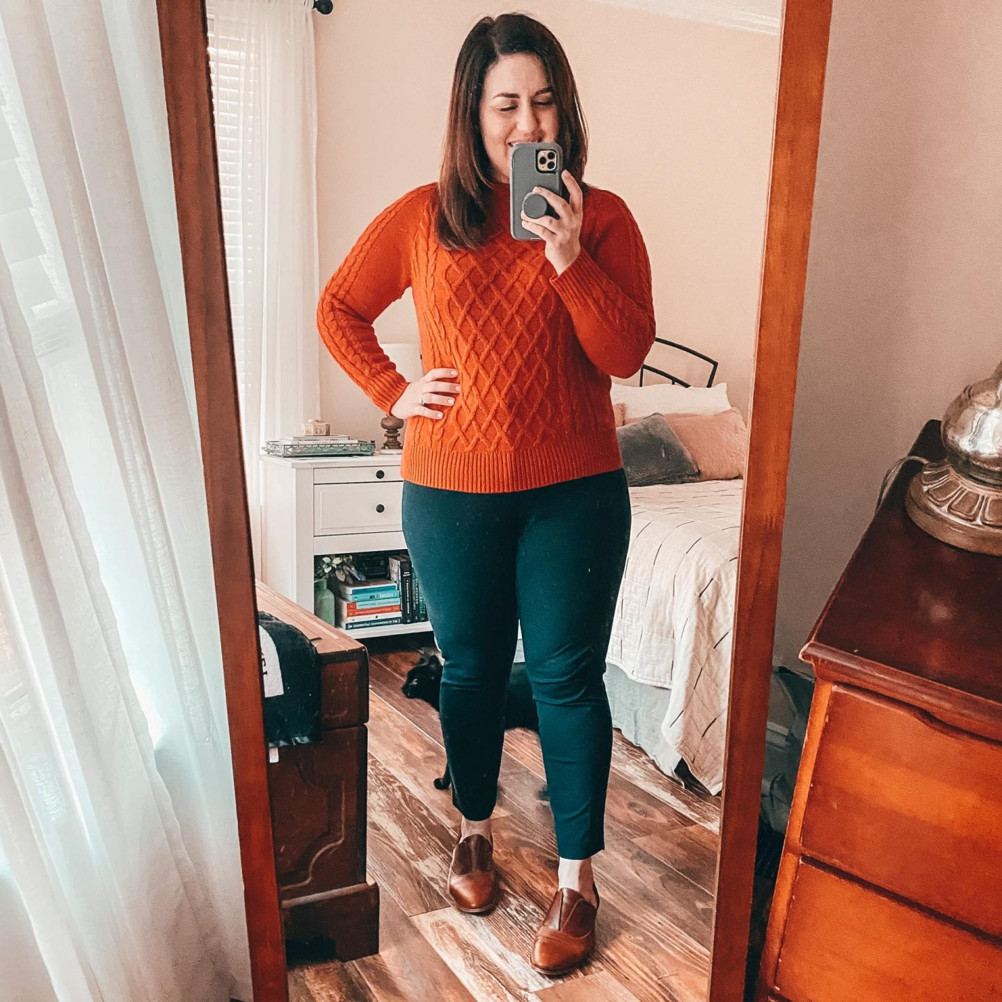 NC blogger Rebecca Lately is sharing how she styles her Nisolo Emma d'Orsay Oxfords in brandy and black. Check out these workwear outfits.