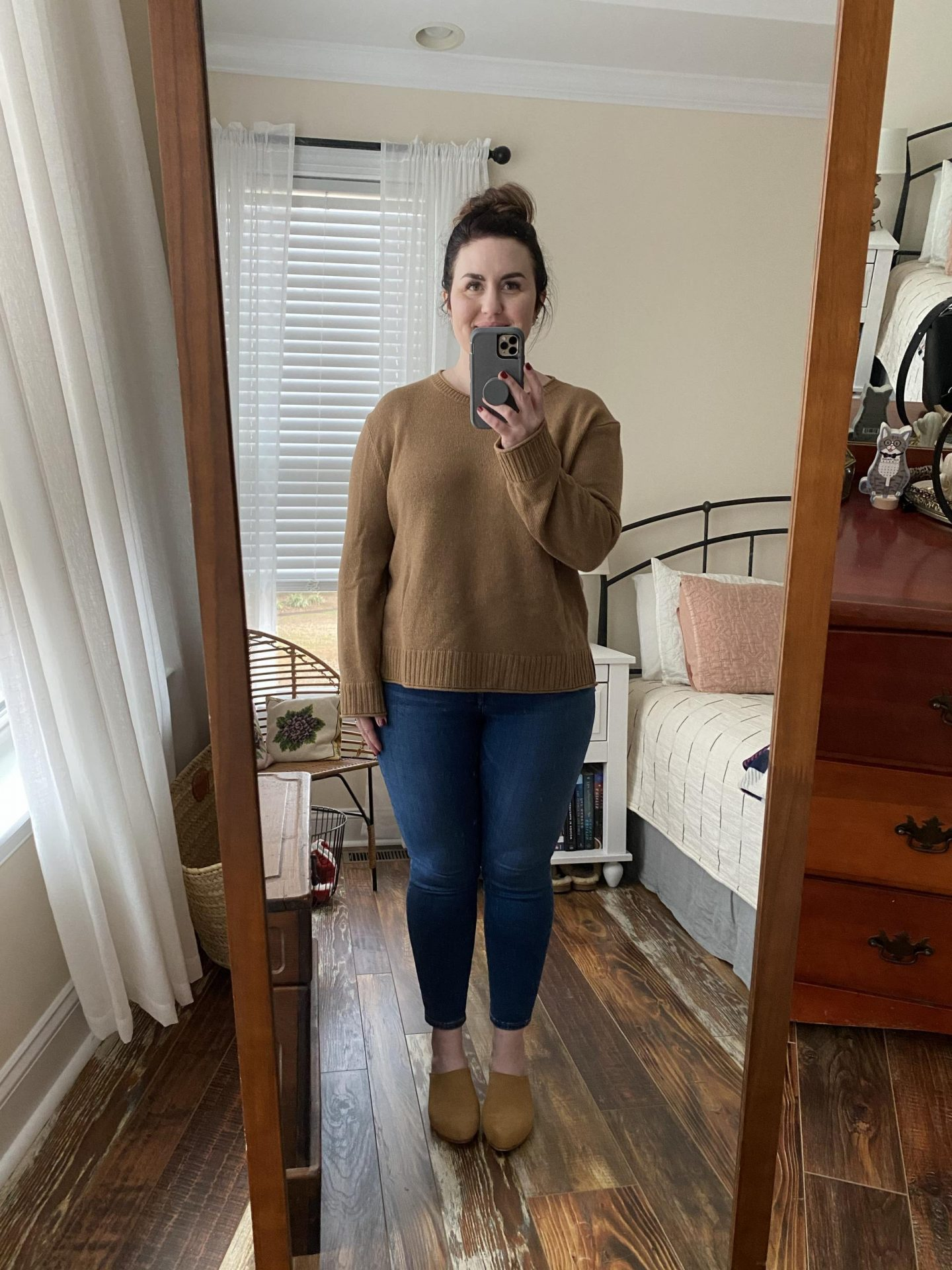 NC blogger Rebecca Lately is sharing her Jenni Kayne Everyday Sweater review. If you are curvy petite, this might be super helpful for you!
