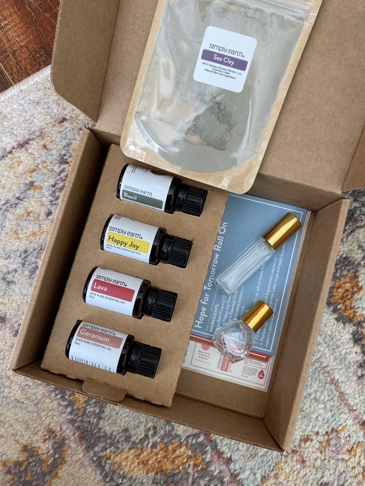 NC blogger Rebecca Lately is sharing the Simply Earth February 2021 box. If you love essential oils in your home, this is for you!