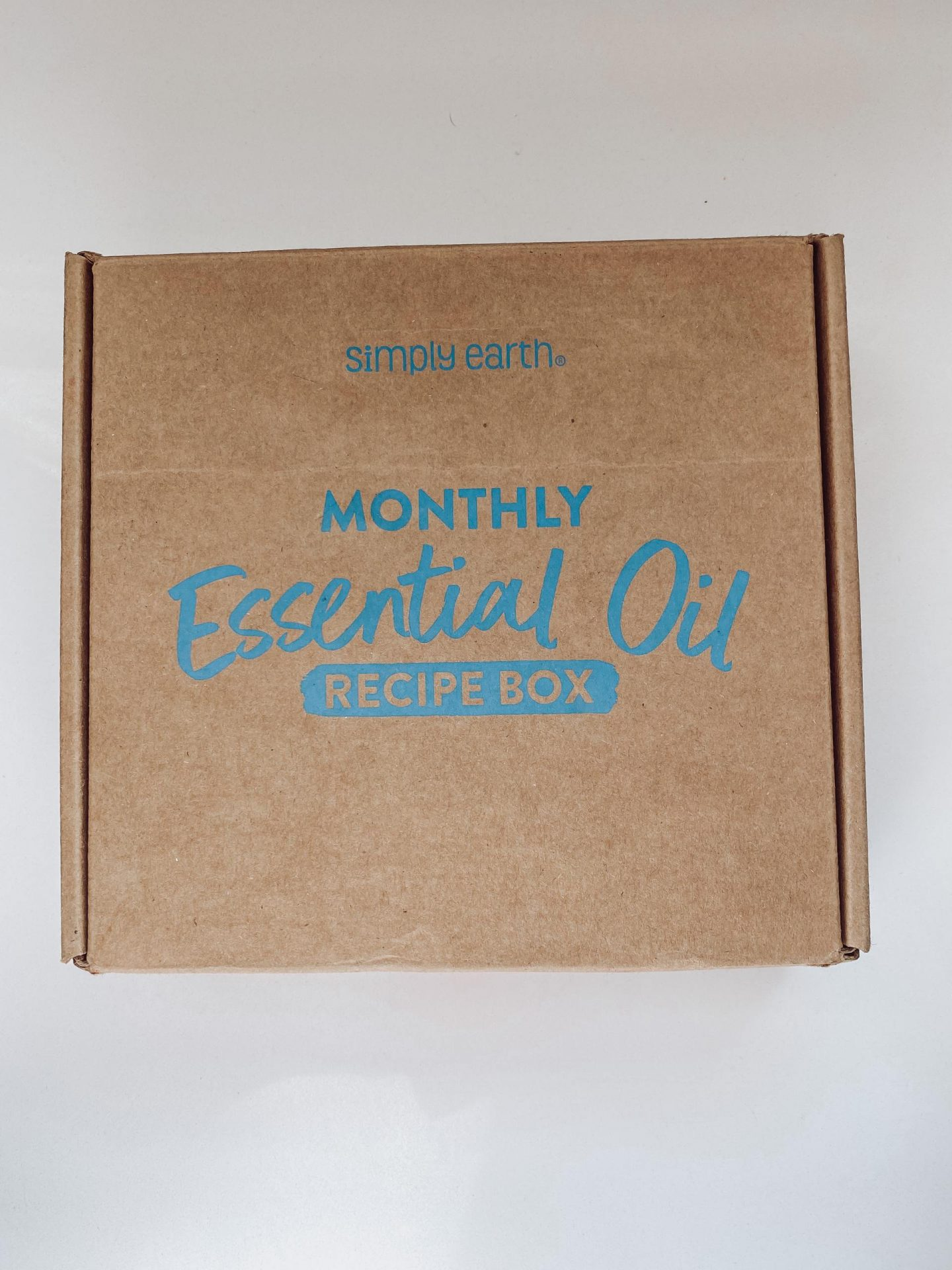NC blogger Rebecca Lately is sharing her Simply Earth March 2021 box. This month's theme is beauty. Make sure to use code RLFREE!