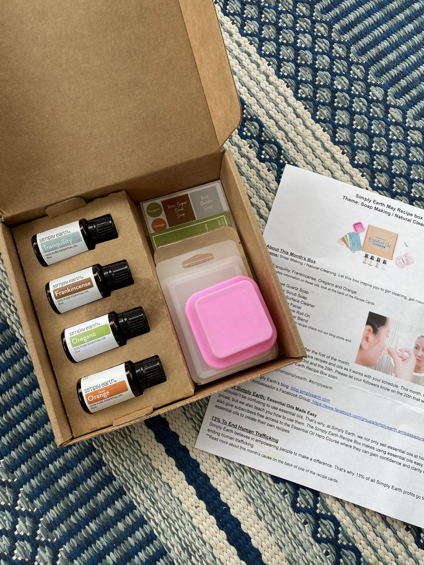 NC blogger Rebecca Lately is sharing her Simply Earth May 2021 box. Check out this month's theme, which is soap and natural cleaning.