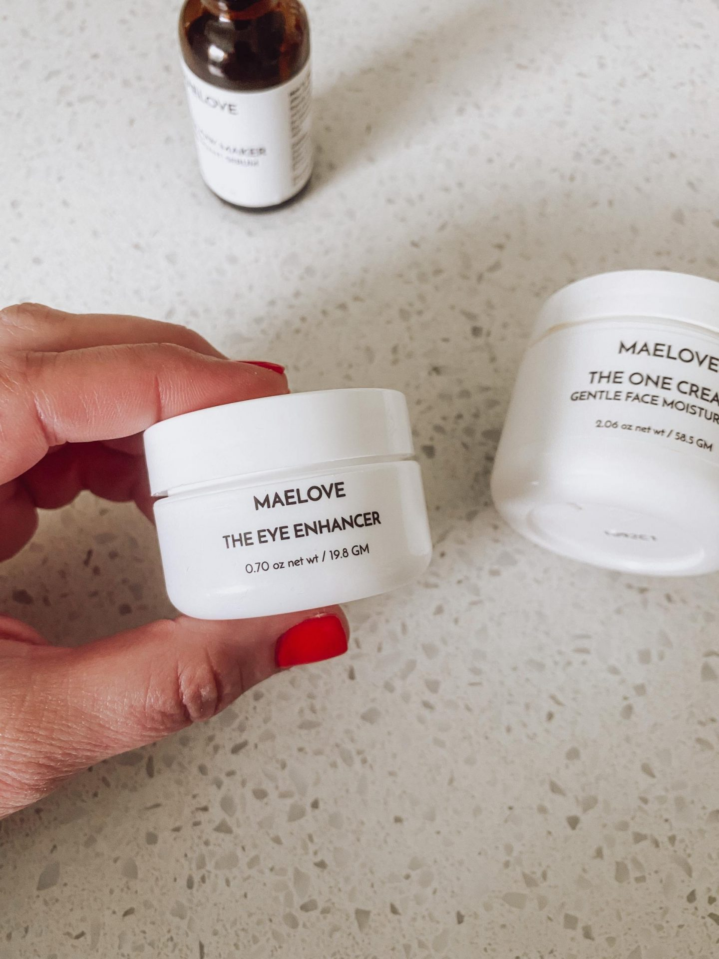 NC blogger Rebecca Lately is sharing her morning skincare routine with the Maelove Glow Maker. Check out this Vitamin C serum!