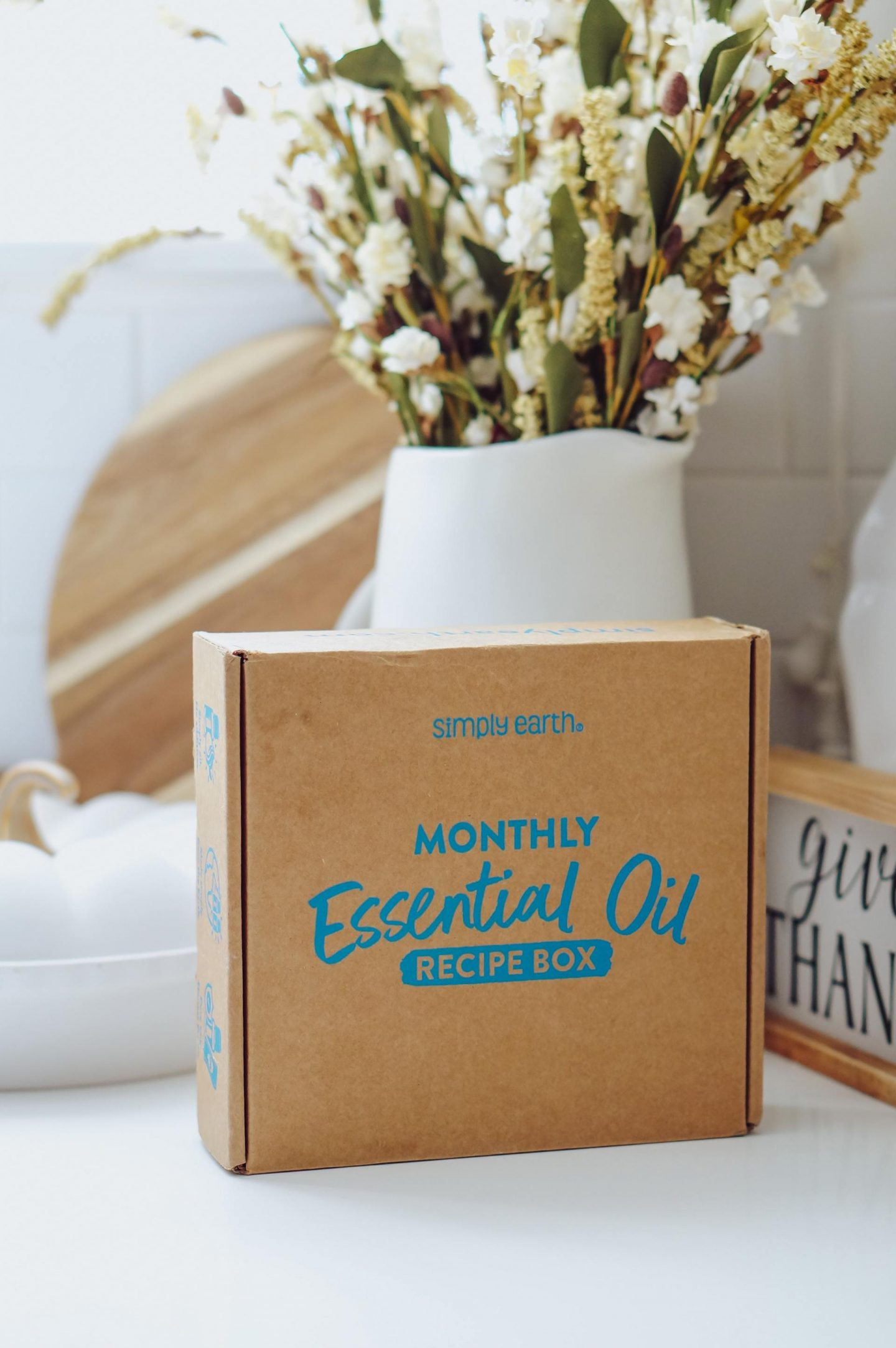 NC blogger Rebecca Lately is sharing her Simply Earth October 2021 subscription box. Check this month's theme here!